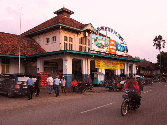 Stasiun Kereta Api Tegal Jawa Tengah Indonesia